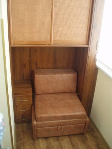Шкаф диван на балкон..
